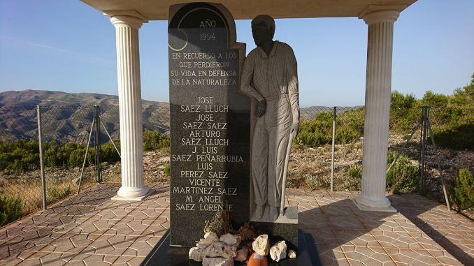 Un monumento en Millares recuerda a los fallecidos en el terrible suceso.