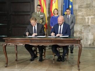 Acto de la firma del protocolo posterior a la reunión.
