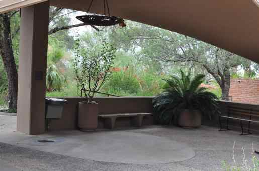 covered seating area at Arizona-Sonora Desert Museum