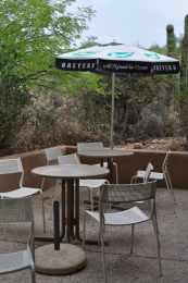 outdoor seating at Cottonwood Snack Shop