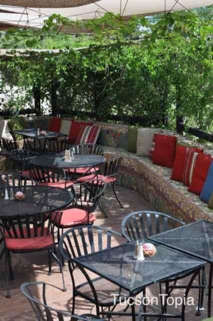 Cafe a la C'Art outdoor dining