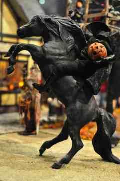 Headless-Horseman-Mini-Time-Machine-Museum