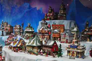 Snow-Village-Mini-Time-Machine-Museum