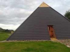 Piramida_srednia_11_z_-tylu_od_polnocy