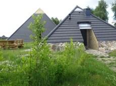 mala_piramida_od-polnocy_wejscie