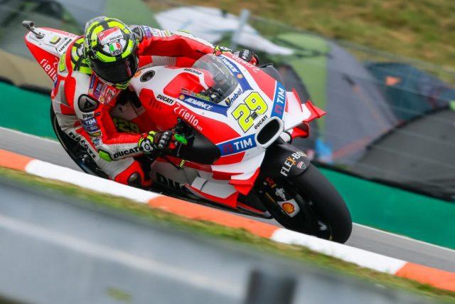 Andrea Iannone chegou a liderar boa parte do MotoGP de Brno