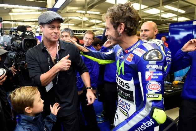 Valentino Rossi e Brad Pitt - Brad Pitt fez a narração e produção do filme
