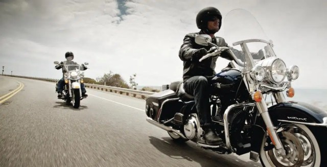 Moto Clubes pagam meia. Basta apresentar o escudo do seu moto clube