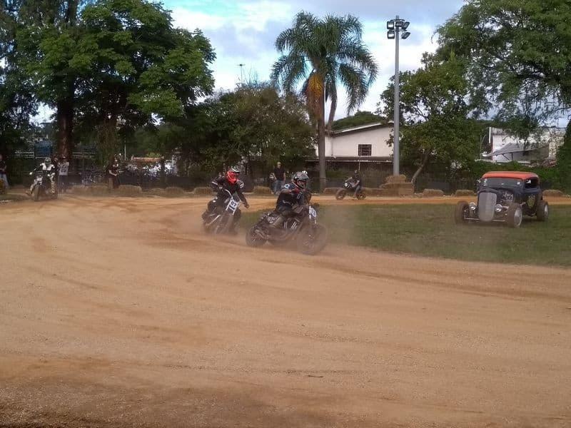 Dirty Track - circuito oval de terra batida