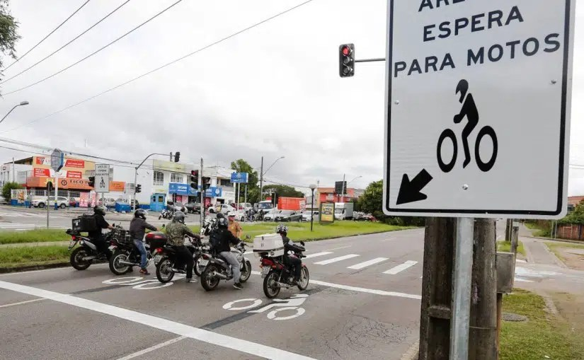 Curitiba testa sinalização especial para motos