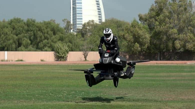 Hoverbike - Polícia de Dubai treinando - Foto: DR