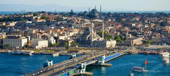 Blick über den Bosporus auf den europäischen Teil von Istanbul
