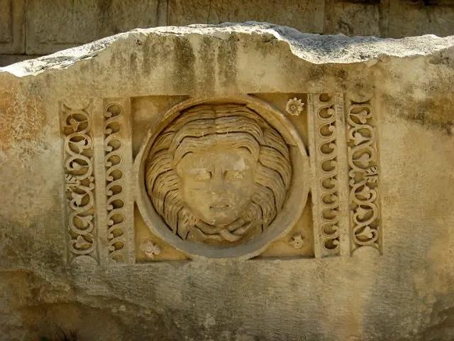 Kopf von Medusa auf einem Relief in Myra