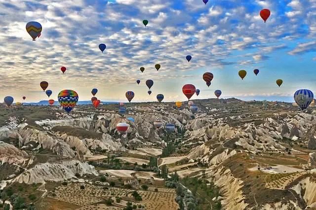 Dutzende Heissluftballone über Kappadokien