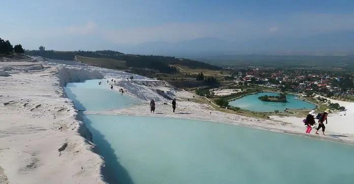 Mit Thermalwasser befüllte Kalkbecken (Kalkterrassen).