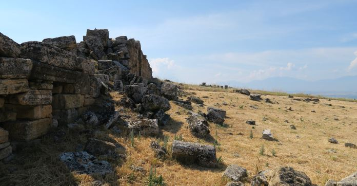 Ein Teil der Stadtmauern von Hierapolis / Pamukkale.