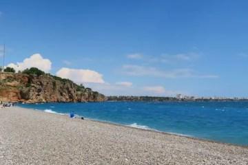 Der Konyaalti Strand in Antalya. Im Süden des Beachpark in dem es Rutschen einen Wasserpark und Aquapark gibt.