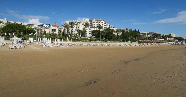 Die All-Inclusive Hotels am breiten Sandstrand von Side-Kumköy.