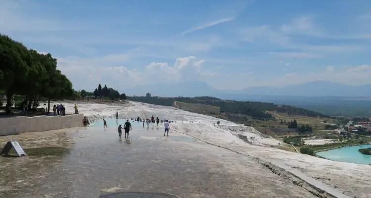 Die Einstieg zu den Kalkterrassen von Pamukkale im Mai.