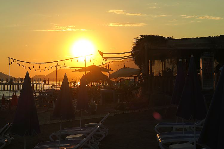 Sonnenuntergang am Strand in Alanya.