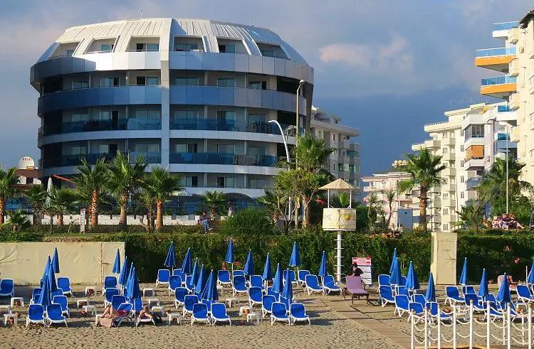 Das Sunprime C Lounge Hotel in Alanya, Türkei und der Hotelstrand.