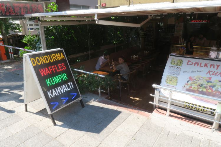 Ein Laden in Istanbul Kadiköy der Waffeln verauft.