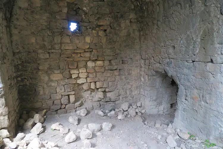 Das Eingangshaus in die Burg.