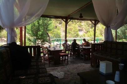 Die Sitzplätze im Restaurant
