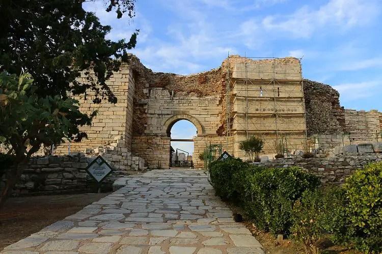 Stadtmauern und Eingangstor