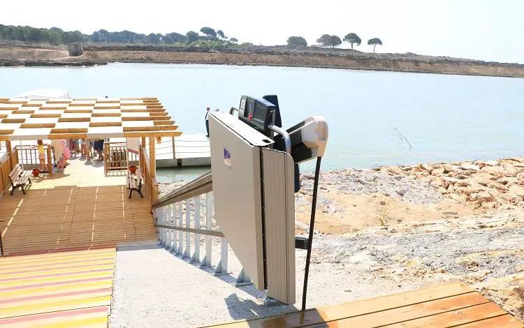Treppenlift zum Strand des Hotel