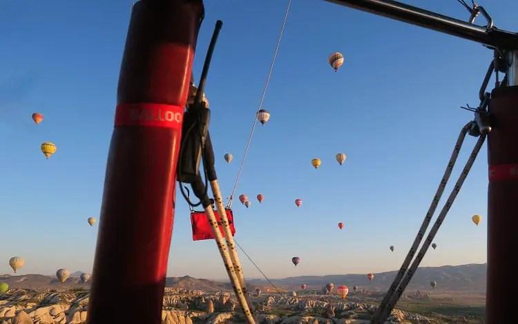 Blick aus dem Korb eines Heißluftballon