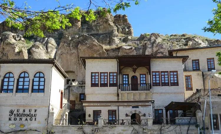 Fassade des Yusuf Yagitoglu Höhlenhotels in Ürgüp