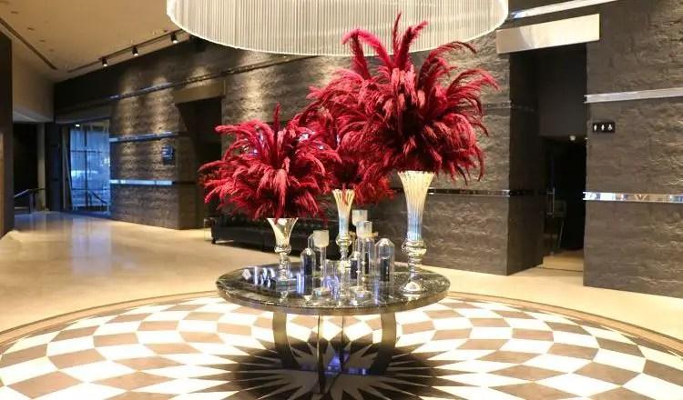 Lobby des Hotels mit den Aufzügen