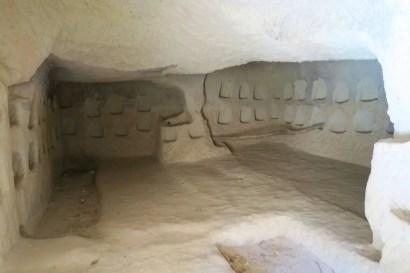 Erdgeschoss einer Höhlenkirche
