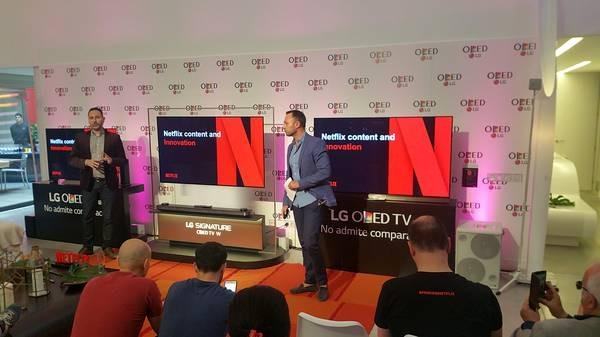 LG OLED y gente Netflix