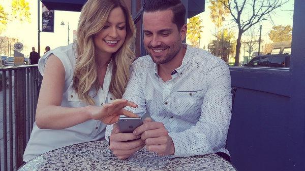Condenan a una pareja por haber enviado unos emoticonos por WhatsApp