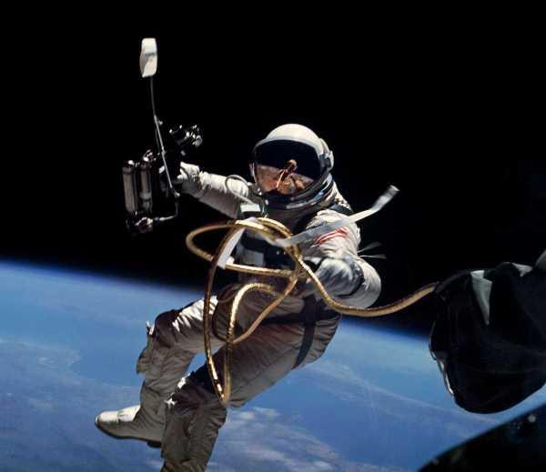 Primer paseo espacial americano NASA 1965 Gemini 4