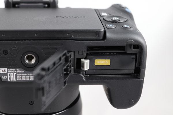 hemos probado Canon℗ EOS 200D tapa bateria y tarjeta