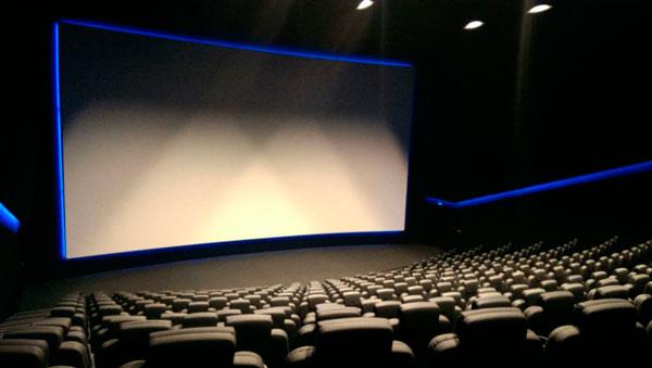 pantalla plana vs pantalla curva cine