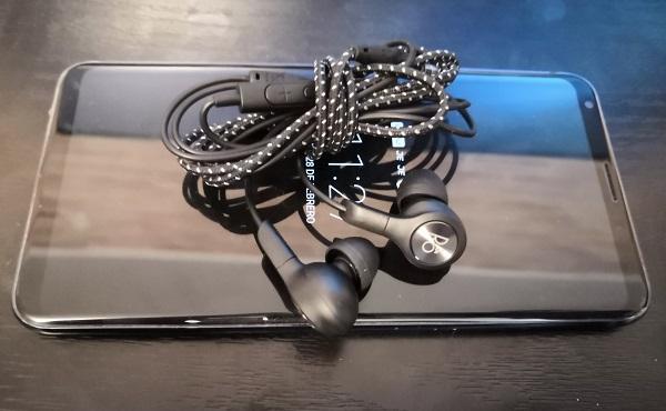 LG V30 y Bang&amp;Olufsen, <stro data-recalc-dims=