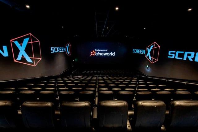 cines del futuro con tres pantallas