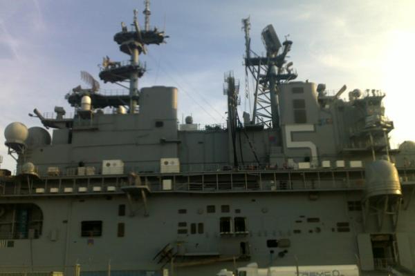USS Enterprise: porta-aviões de guerra atracado em Portugal