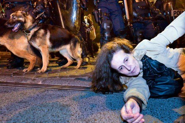 """Relatório demolidor da Amnistia Internacional aponta """"força excessiva"""" de agentes policiais"""
