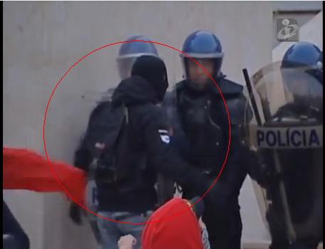 Um dos muitos infiltrados na manifestação de 14 de Novembro