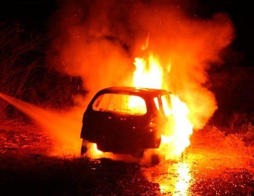 O carro incendiou em 2004… mas as Finanças querem o UIC de 2008