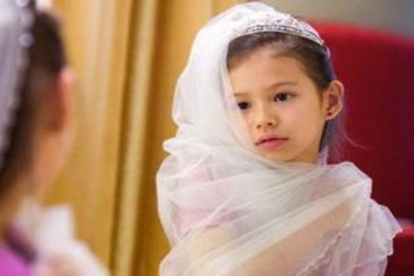 Iémen: menina de 8 anos casa-se com homem de 40 e more no dia do casamento
