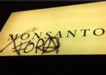 """Anonymous Portugal fizeram """"visita surpresa"""" às instalações da Monsanto em Portugal"""
