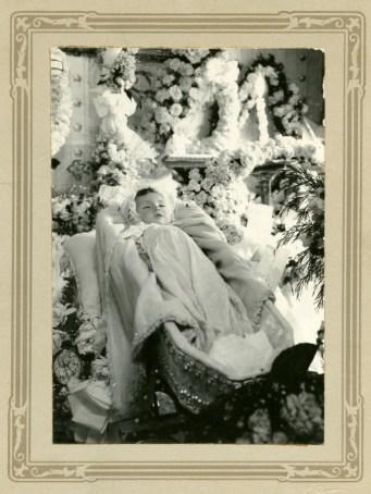 """""""Velorio de angelito"""". Hacia 1925 Fotógrafo: José Domingo Laso. © Colección Iván Cruz C. Quito"""