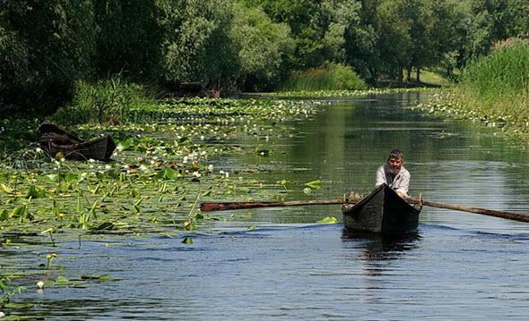 Pescador de Chilia Veche, en el delta del Danubio, Rumanía