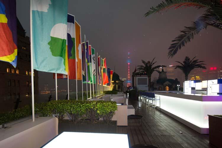 El roof bar del Swatch Arts & Peace Hotel es el Terrace, uno de los locales de moda de Shanghai.